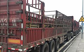旧钢管装车运输